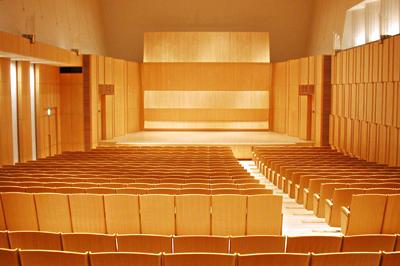 名取市文化会館中ホールにて高校生3年生向けの接遇マナー研修を行ってきました。