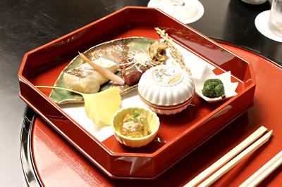 見た目にも美しい隨縁亭様のお料理です。